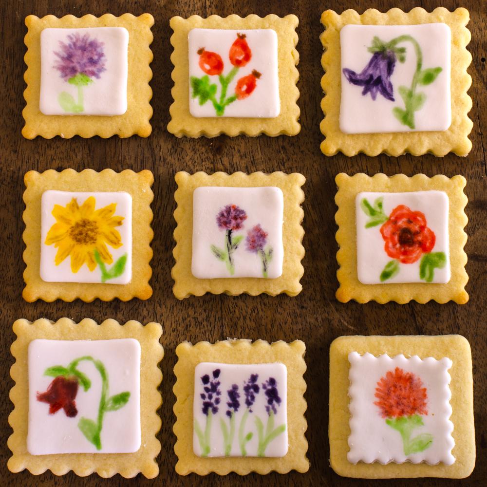 Bemalte Fondant Kekse: Blumen / Wasserfarben-Effekt